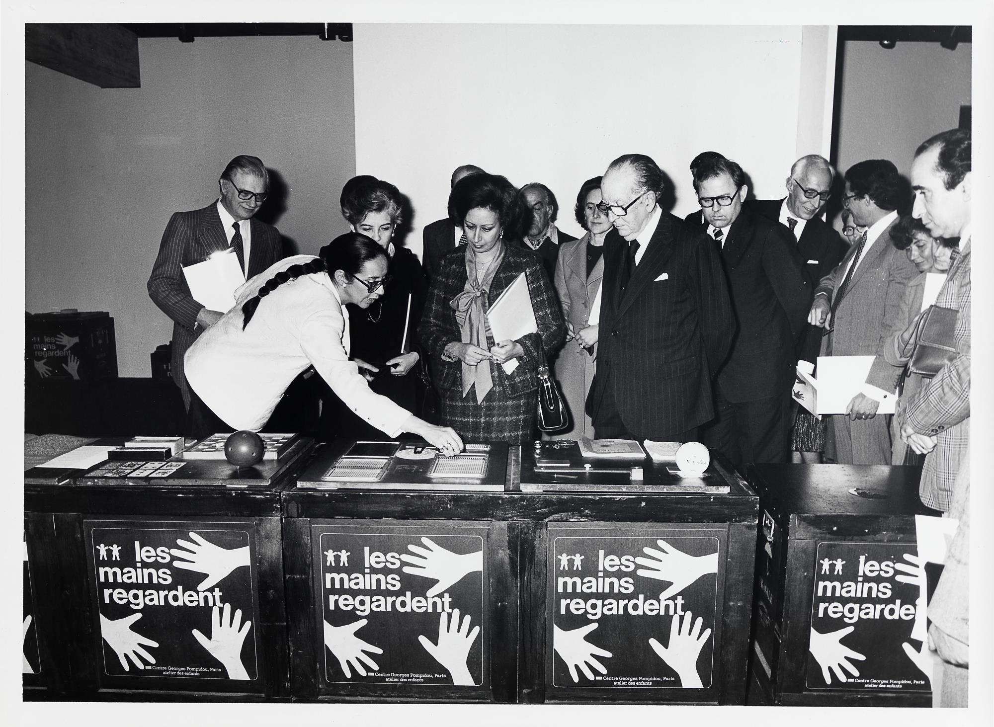 José Sommer Ribeiro (à esq.), Madalena de Azeredo Perdigão (atrás, à esq.), Manuela Eanes e José de Azeredo Perdigão (ao centro)