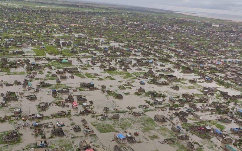 Vista aérea de casas submersas após a passagem do ciclone tropical Idai na cidade de Beira, em Moçambique