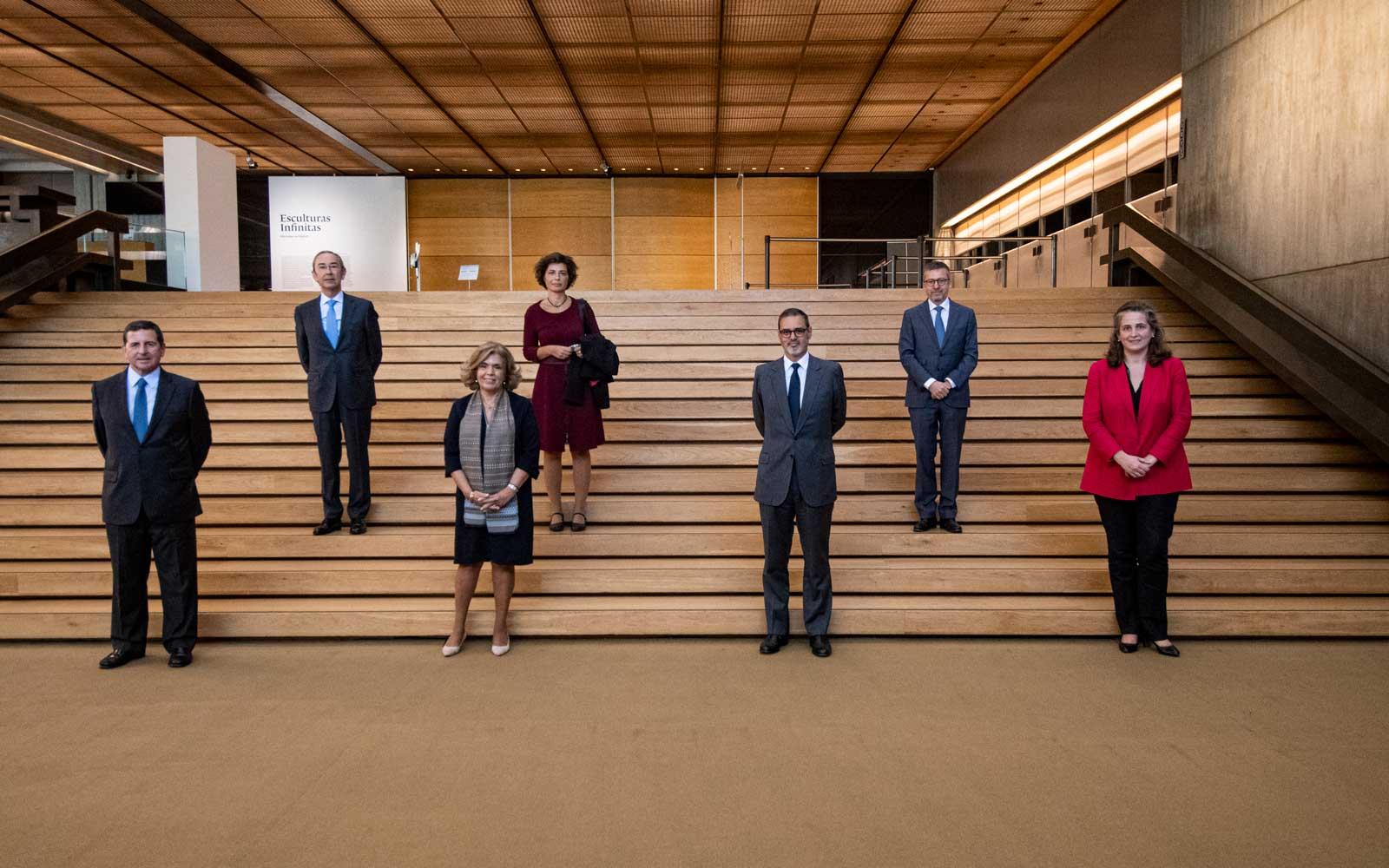 José Neves Adelino, Mónica Bettencourt Dias, Carlos Moedas (em cima) e Salvador de Mello, Isabel Mota, Rui Diniz e Catarina Gouveia (em baixo), após a assinatura do protocolo ©Márcia Lessa