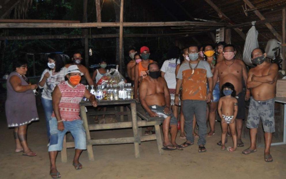 Sahu-epé community near the received baskets © SOS Amazonia