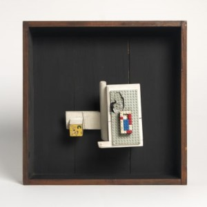 António Areal S/ título (objecto), 1964 Madeira e plástico